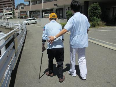 織田さん歩行訓練.jpg